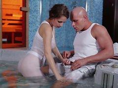 Relaxxxed - Fuck érotique près de la piscine avec chaud tchèque bébé
