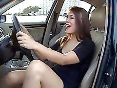 Hottie em seu carro que . JOI