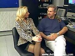 Sottili pose milf bionda di agente del porn capelli ricci