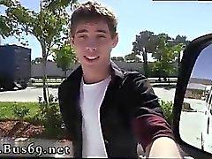 Hermosos chicos heterosexuales que tienen videos de sexo gay de longitud completa Bo