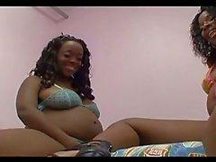 Ébano embarazadas Naughty guarras compartir juguete enorme