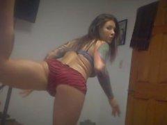 Danser en sous-vêtements à la musique de piège maison - encré et sexy