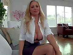 Donna cougar heavy matura a torso di Julia pleasures l'amante in pov