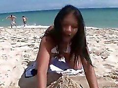 Min thailändsk flicka på stranden