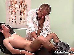 Dreckigen Homo auf den Bett Ärzten Teil 1 gelegten