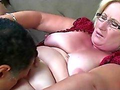 Blonde Granny lasit Pussy nuolaisi