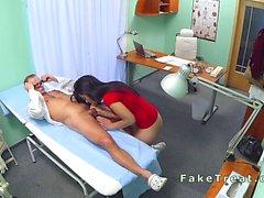 Masa hastadan aşırı Bent sahte hastanesinde gets