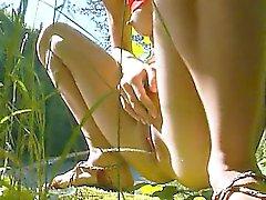 Petite России подростка мочился в лесной