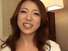 Kaunis japanilainen housewife ahmii muukalaiset kalu