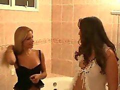 Travesti - kızla Banyo seks