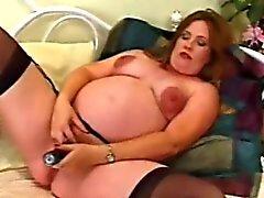 Mamma giochi suo del pussy di gravidanza
