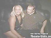 Verjaardag MILF heeft een openbare Porn Theater Sex Celebration