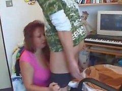 La maman ancien Épaisse avec un jeune garçon