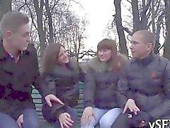 Unglaubliche Gruppe Sex Action winzige russischer Teen