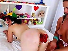 аккуратный порно dildoing горячих лесбиянки
