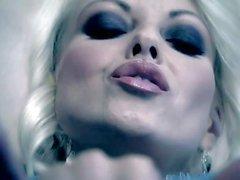 Bonne Regard blond Jana Cova même entretient