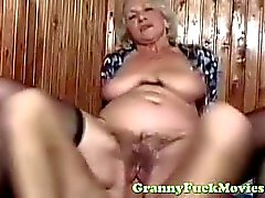 Dude fucks sexig euro granny