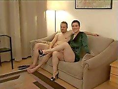 Hett par tysk amatör par med brunett fina bröst