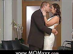 vollbusige Weib bei einer Hochzeit