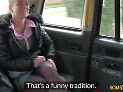 Grande tette calde Licky è scopata nel taxi