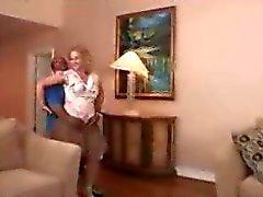 Chubby kypsä vaimo saa hänen ensimmäinen iso musta kukko hänen tiukka kusipää ... F70