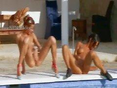 Les six les étudiants nus la piscine la Russie