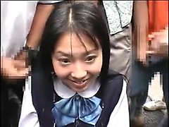 japansk kvinna som får en bukkake i offentliga miljöer