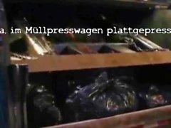 Lateks hizmetçi luder pressen scheiss Transvestitenschwein im Müllpresswagen tot