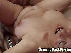 Sert porno Büyükannem İzlenen