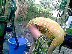 Bengalí desi la aldea desvergonzada prima - de Nupur baños al aire libre de