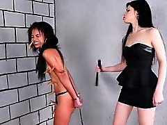 Brasilianische Sklavin Pollys Lesben BDSM