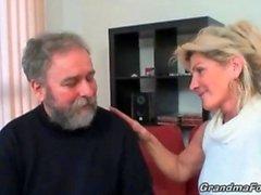 Sexy blonde slut güzel head sağlar