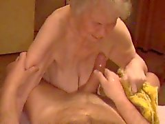 Granny Ejaculação 04