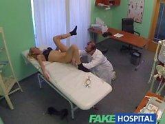 FakeHospital Blonde turizm tam bir incelenmesini alıyor