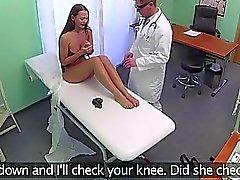 Hasta yeni doktoru tarafından rammed alır