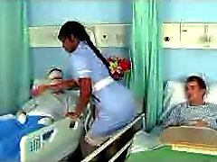 Ebony enfermera de Jasmine de un buen trabajo en