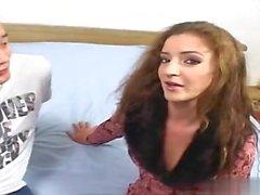 Söpö tyttöystävä handjob cumshot