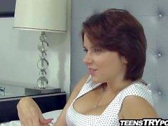 Sexy teen russo com grandes seios naturais fode galo americano