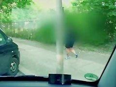 BumsBus - den tyska hottie Sina sammets blir het ansiktsbehandling i det skåpbil