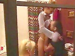 Две бисексуал Матери в тройка