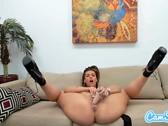 Babe Kelsi Monroe Loves to Rub Her Cunt