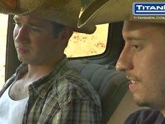 Cowboyta Piss sekä Suck Muina Ajoneuvotrukit