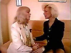 FRANSE RIJP n56 twee blonde lesbische moeders