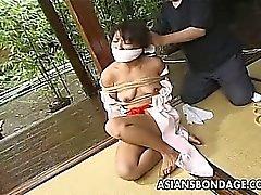 Japanilaiset lapsi sitovat sekä häpäistessä Puku