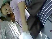 Brunett trevade i bussen av en pervert