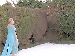 UK Yuffie Yulan bahçede mastürbasyon hoşlanır