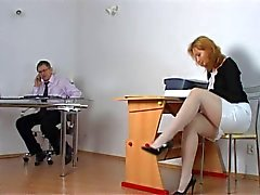 Yaramaz öğrenci öğretmeni tarafından cezalandırılmış oluyor