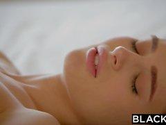 SCHWARZ Brunette Lana Rhoades Erster Big Black Cock