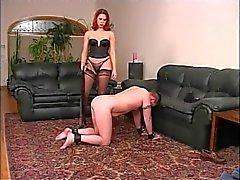 Rossa sexy nel Nylons giocare con il suo guy