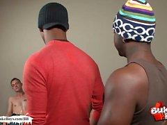 Black Boy Tries групповое семяизвержение на лицо Впервые за